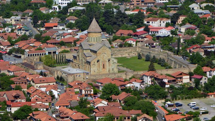 Отельеры Грузии посоветовали доставлять русских туристов шаттлами изБаку иЕревана