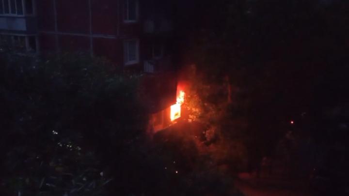 В Петербурге бабушка задохнулась после пожара в квартире, ее внук госпитализирован