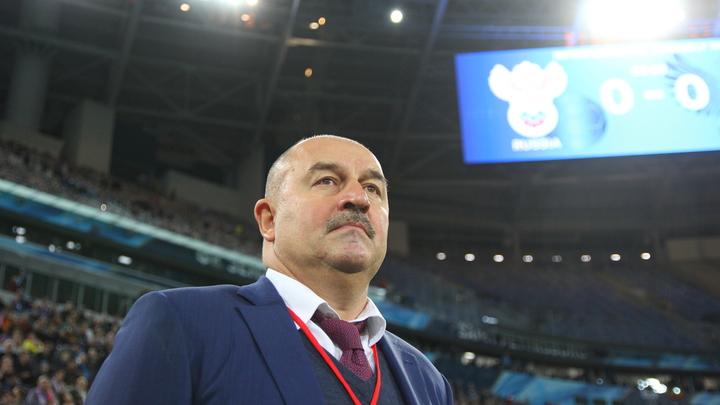 Мы с ними уже сдружились: Главный тренер сборной России по футболу пошутил о допинг-офицерах