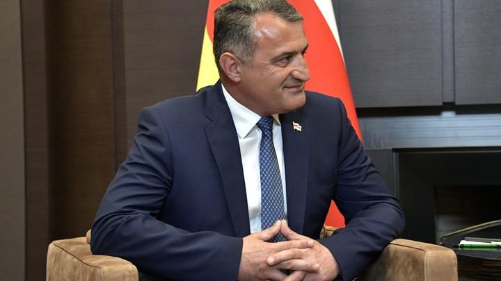 Можно назначать даже дворником: Президент Южной Осетии о возвращении Саакашвили на Украину