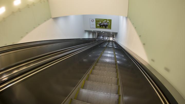 Инцидент с пассажиром парализовал синюю ветку метро Москвы