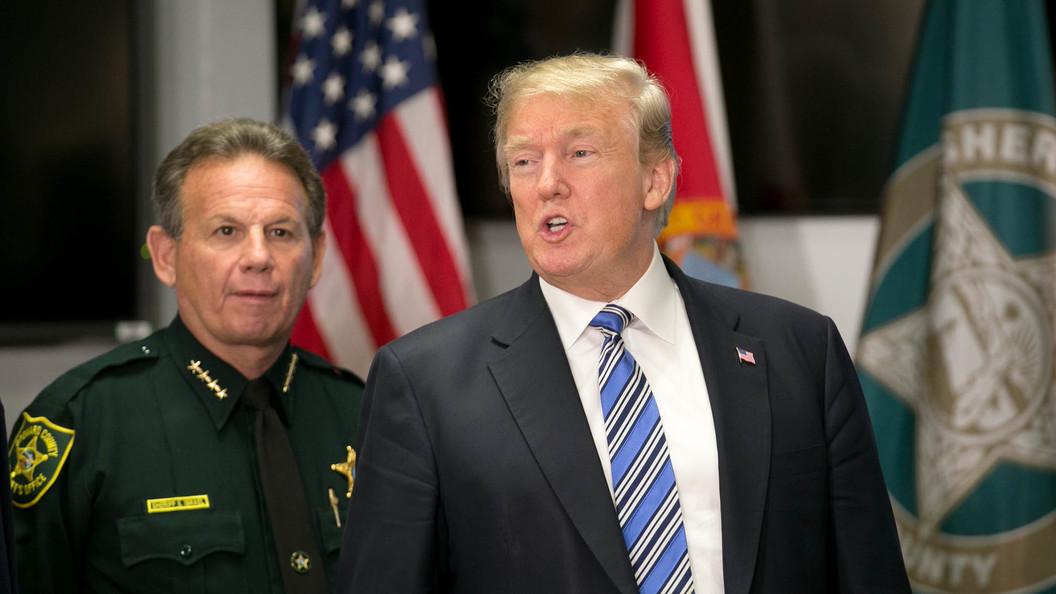 Трамп отверг обвинения секретарши вдомогательствах