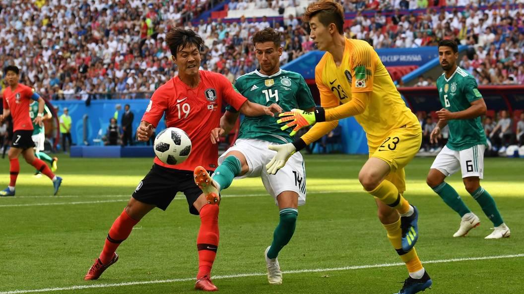 Игроков сборной Южной Кореи забросали яйцами после возвращения сЧМ