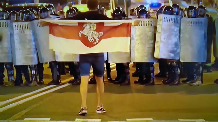 Нацистские наколки по всему телу: Провокаторов беспорядков в Минске показали на видео