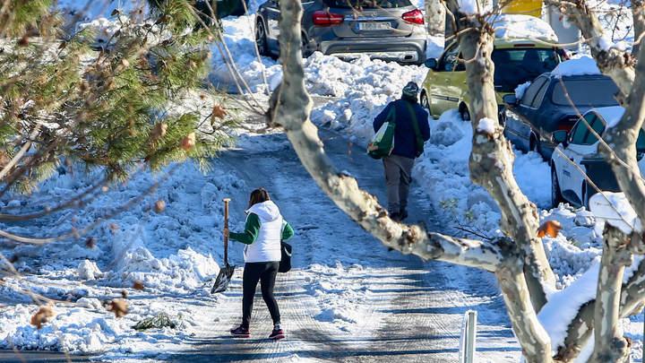 Снегопад превратил Мадрид в Новокузнецк: Удивительными фото делятся Архитектурные излишества