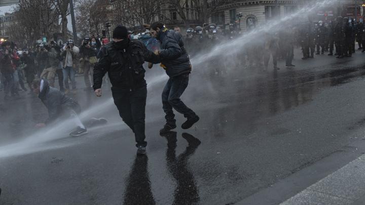 Иллюзия обмана. Как США учат Россию убивать, а Нидерланды – лупить по людям из водомётов