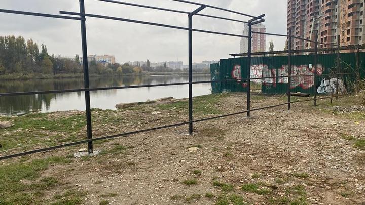 Забор убирать не будем: мэрия Краснодара ответила на обращения граждан