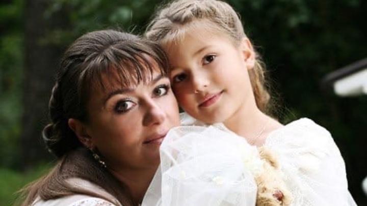 «В мою семью пришла болезнь»: звезда «Улицы разбитых фонарей» с дочерью госпитализированы с COVID
