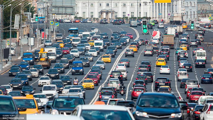 Через несколько часов рабочие перекроют Тверскую улицу в Москве