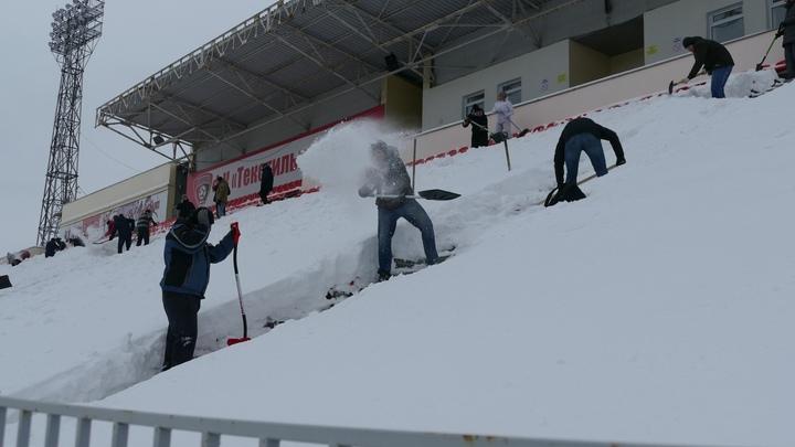 Болельщики ивановского «Текстильщика» вышли на стадион с лопатами