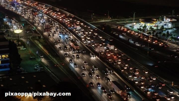 На МКАД столкнулись одновременно 12 машин