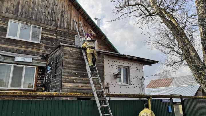 В Гусь-Хрустальном из горящего дома спасли 12-летнюю девочку