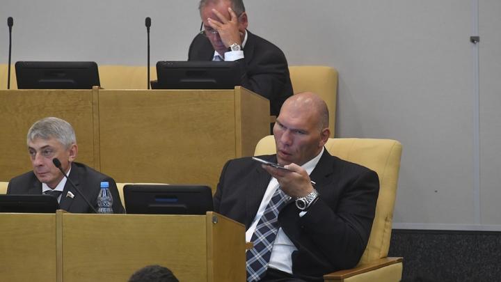 Много чести этому молодчику: Валуев успокоил испугавшегося не на шутку Берёзу