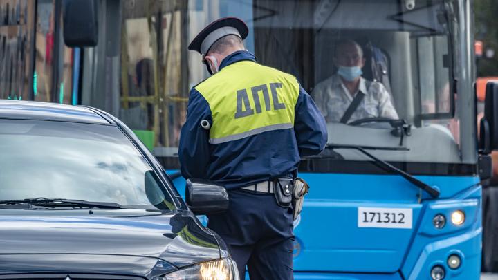 В Новосибирске водитель на внедорожнике столкнулся с забором
