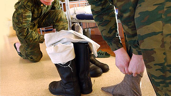 Зачем русскому солдату вонючие тряпки на ногах? А чтобы с утра на свежую голову…
