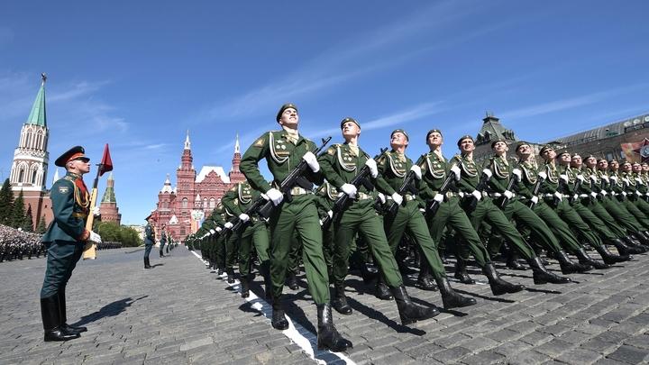 Мамма мия, они превосходны: Итальянцы не смогли сдержать эмоции от парада Победы в Москве - видео