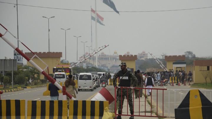Индия и Пакистанобменялись ударами в Кашмире. В зоне 5 км от места столкновений введён особый режим
