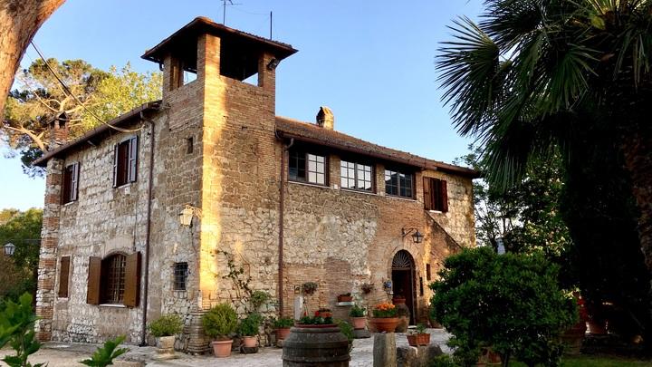 Один евро и всего два условия: В нетронутом COVID районе Италии открылась распродажа домов