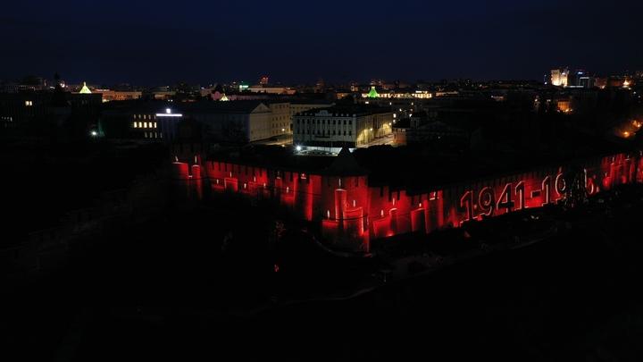 Лазерная проекция георгиевской ленточки украсила Нижегородский кремль в День Победы