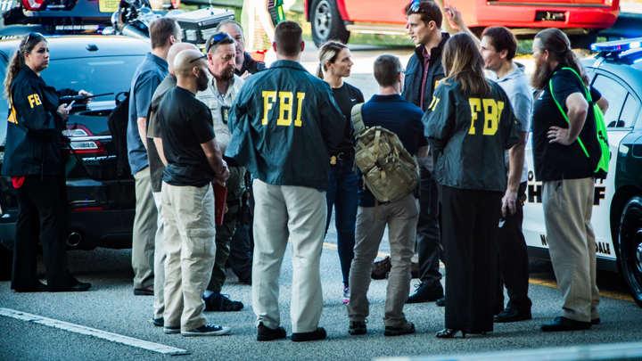Экс-прокурор требует отставки ФБР: Они гоняются за русскими, пока у них под носом расстреливают детей