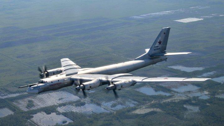 Не перехват: Истребители США лишь сопроводили бомбардировщики России - Минобороны