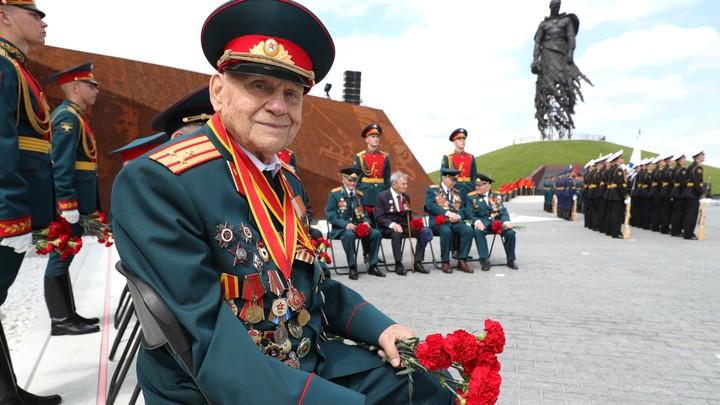 Просто смотрите и молчите: Мемориал Советскому солдату поразил своим величием