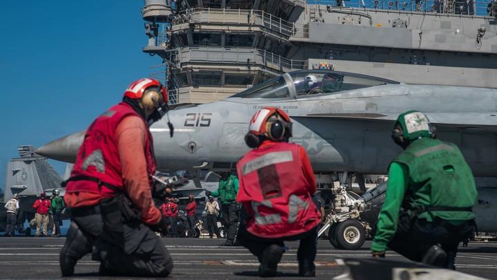 Очередная провокация? Русские корабли засекли эсминец США в Чёрном море
