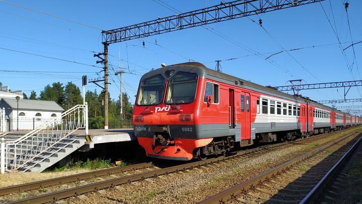 В Петербурге пригородные электрички и городской транспорт объединят в единую систему