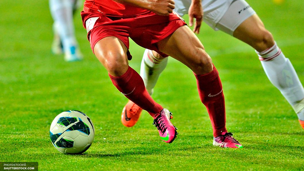 Сборная России по футболу прилетела в Петербург на первый матч Кубка конфедераций