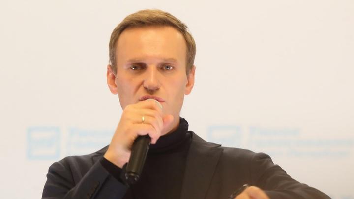 А Песков-то не знает: Навальный вдруг вспомнил о чести и подал в суд