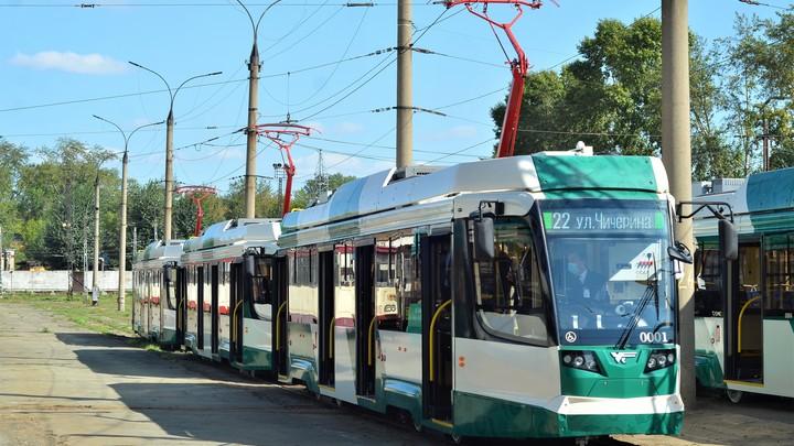 Новый трамвай за 35 млн рублей в Челябинске изуродовали вандалы