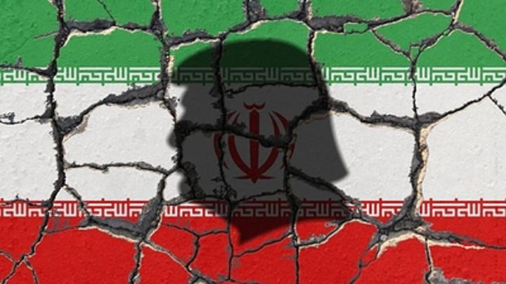 Сожжение иранцами флага побудило США принять санкции против военной элиты