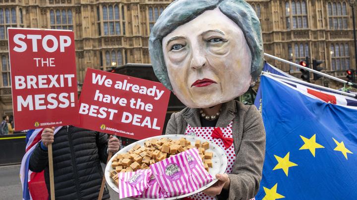 Тереза Мэй предложила депутатам-тори пряник: Одобрение сделки по Brexit в обмен на её отставку летом