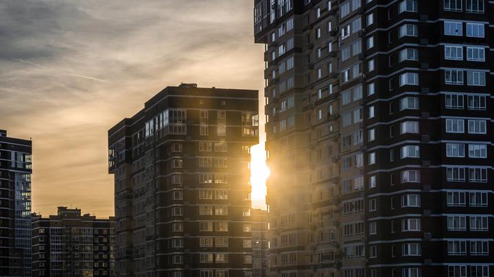 Медведев в неформальном разговоре выступил за запрет хостелов в жилых домах