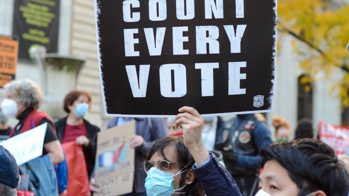 Потерявшая 2% голосов Пенсильвания возобновила подсчёт. Губернатор назвал иск Трампа неправильным