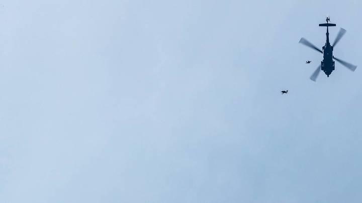 Крушение Ми-8 в Чечне: спасатели вытаскивают из ущелья двоих спасшихся