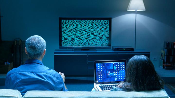 «Цифровая манипуляция»: Кто управляет народом через «голубые экраны»?