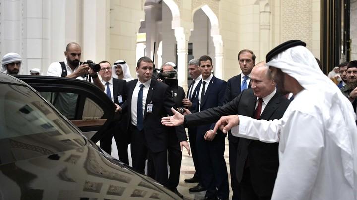 Дополнительный знак внимания: Посольство России в Абу-Даби объяснило необычные машины в кортеже Путина
