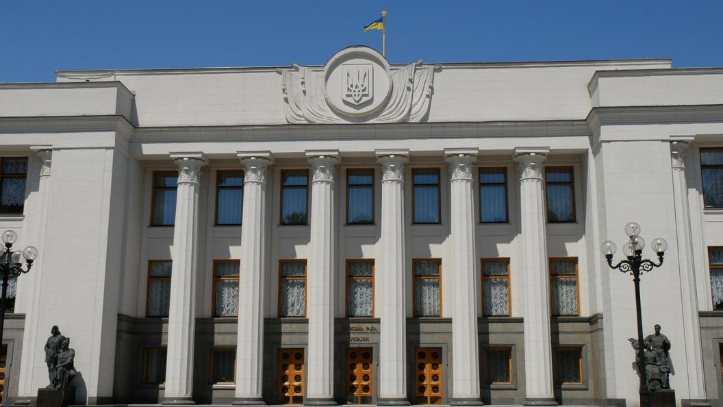 Цирк в Верховной раде: Лидер «Радикальной партии» захватил парламентскую трибуну