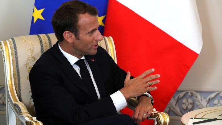 Мне больно смотреть, как горит частица нас: Макрон через Twitter посочувствовал французам