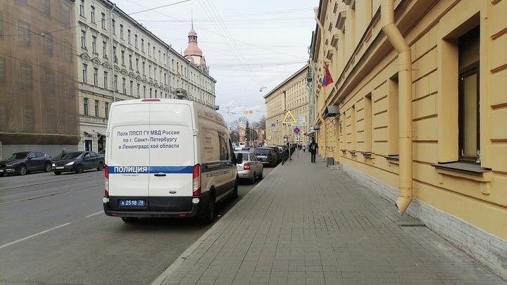 В Петербурге задержали 27 молодых людей, которые пытались устроить акцию с нацистской символикой