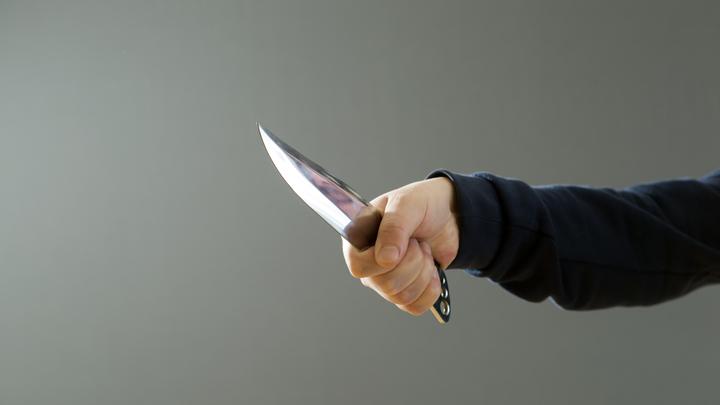 Грабитель пытался украсть из магазина спички и сигареты, но, сбегая, бросил свою куртку с паспортом