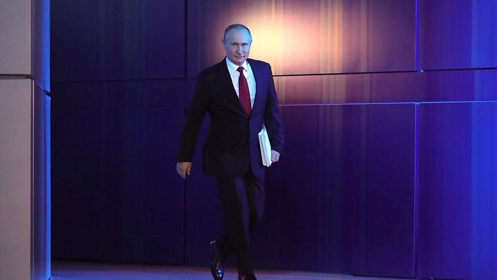 У многих появляется соблазн съехать с темы. Не надо: Путин дал чёткий сигнал чиновникам, встав на защиту учителей
