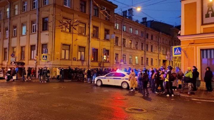 В Петербурге начали наказывать штрафами и арестами участников незаконного митинга