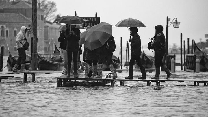 Такое было больше полувека назад: Венеция тонет ещё сильнее. Пять самых эмоциональных фото