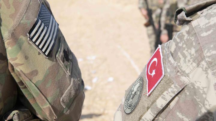 На курдов бросили большой калибр: Турецкие танки продвигаются к городу Тель-Абьяд