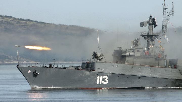 Через огонь и воду: Корабли каспийской флотилии провели учения по выживаемости