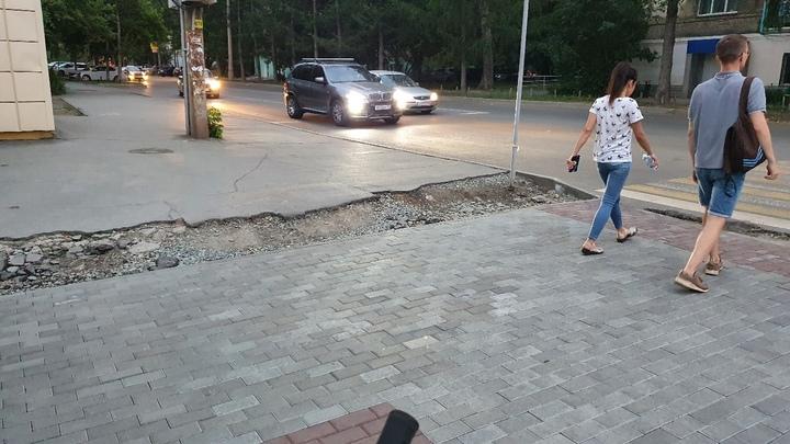 В Челябинске дорожники оставили недоделки на перекрестке в центре