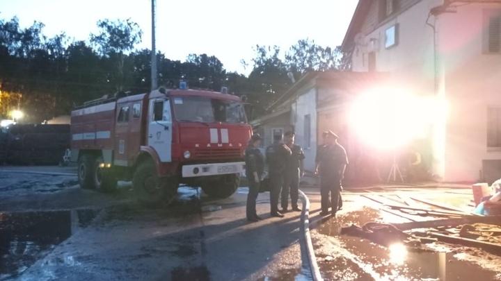 Следователи выяснят причины пожара на деревообрабатывающем предприятии в Струнино