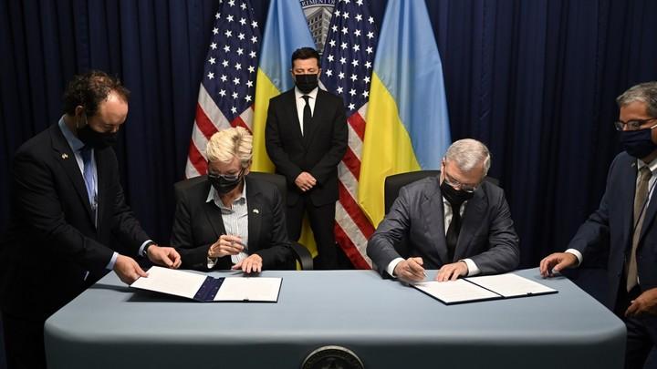 Унизительное фото: На Украине высмеяли Зеленского во время визита в США